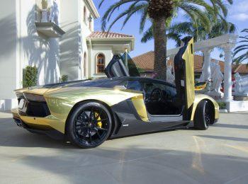 Lamborghini Aventador scissor doors open